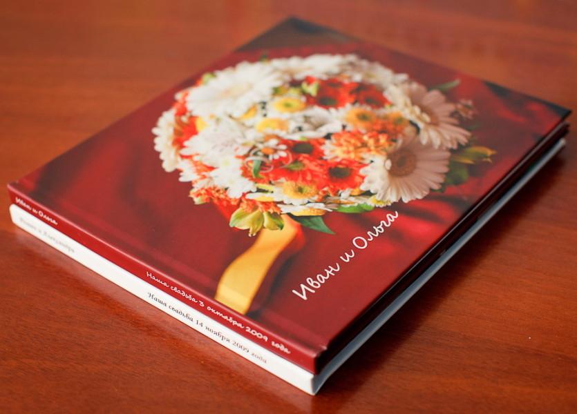 Плюсы полиграфических фотоальбомов: цена – т.е. сравнительно невысокая стоимость изготовления; относительно тонкие листы, и как следствие, возможность печатать большее количество фотографий в одной книге;