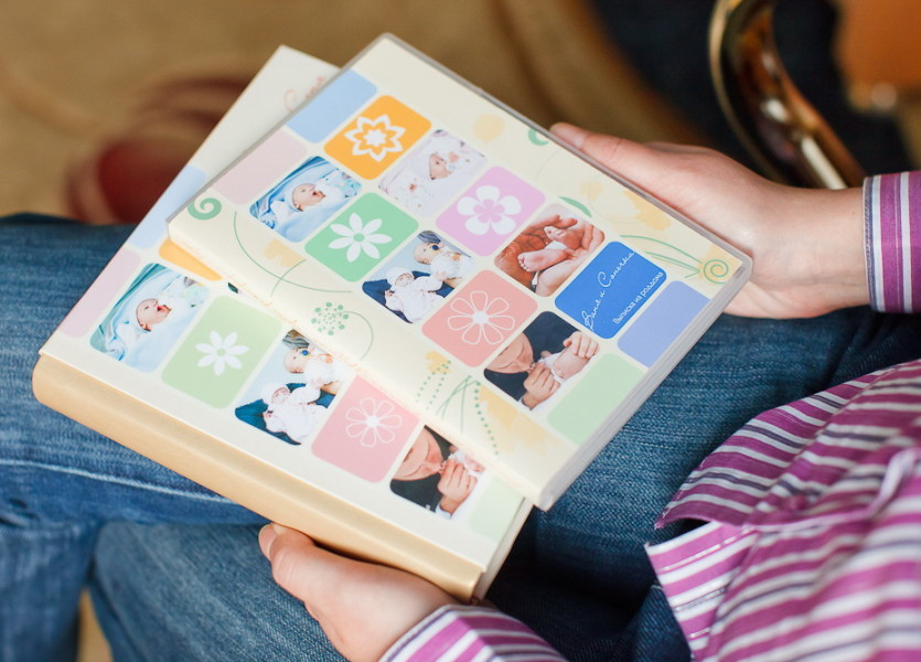 Фотокнига и DVD-диск выполнены в едином стиле