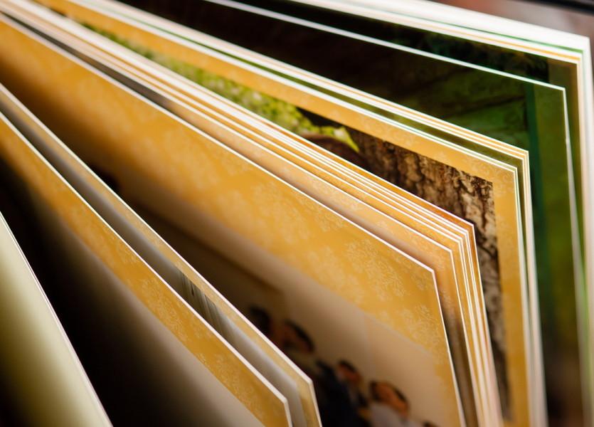 Страницы книги сделаны по специальной технологии, позволяющей обойтись без использования картонной или пластиковой основы.