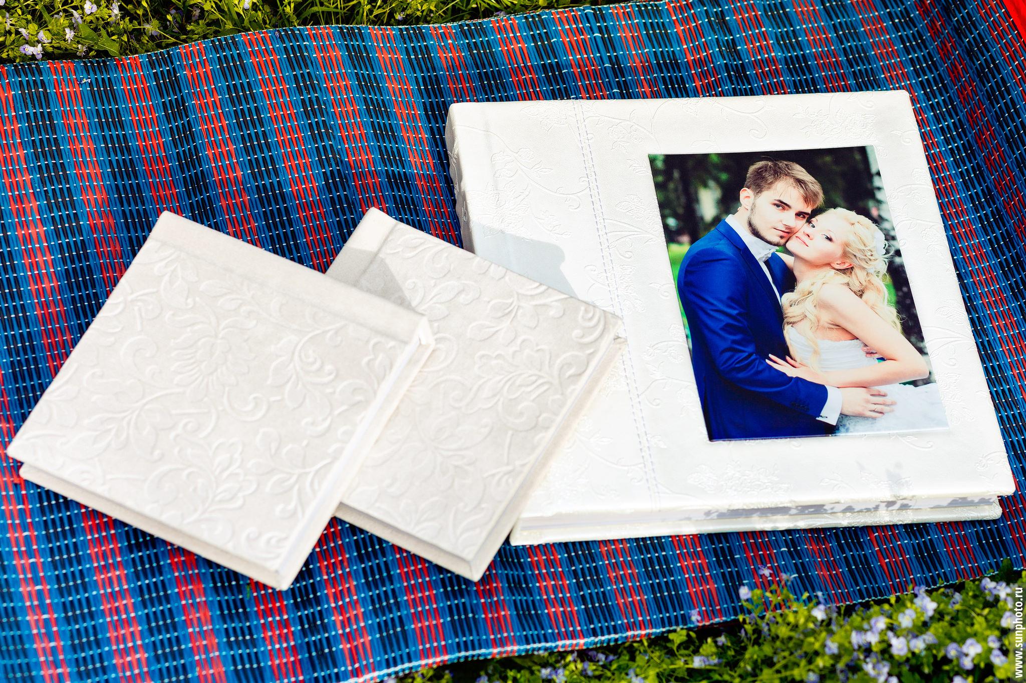 Пример классической свадебной фотокниги и комплекта минибуков