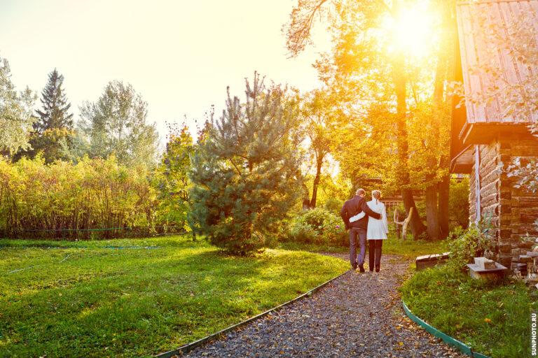 Фотографии с яркой и нежной предсвадебной фотосессии Павла и Елены  в Шахматово