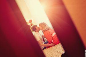 Фотографии с домашней фотосессии для будущих мамы и папы