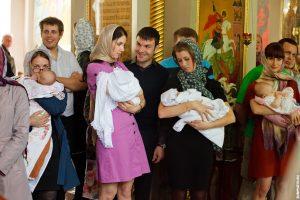 Таинство крещения в храме великомученицы Параскевы Пятницы в Качалове